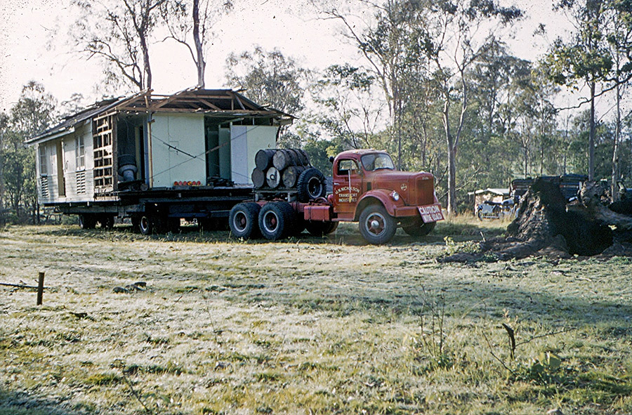 Camp-Warrawee---Bringing-in-the-Air-Force-Huts