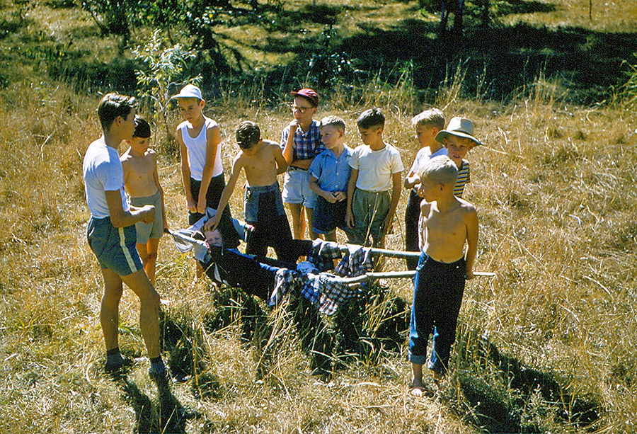 Camp-Warrawee---First-Aid-Course---Making-a-Bush-Stretcher